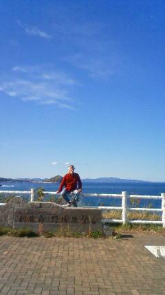 利尻島から礼文島を見る